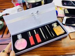 Famoso pintalabios online-Conjuntos de maquillaje Maquillage KIt Famous Luxury Braand C 6 en 1 Kit 2 perfumes + 2 Lip Gloss + Lipsticks Envío gratis