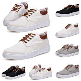 2020 scarpe da ginnastica bianche coreane slae caldo modo di marca versione coreana triple bianche scarpe casuali della scarpa da tennis scarpe di combinazione delle donne degli uomini di moda dei pattini casuali superiore 40-45 scarpe da ginnastica bianche coreane economici
