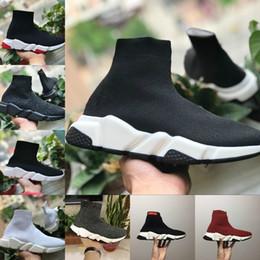 Botas planas blancas baratas online-Venta al por mayor 2019 Nuevos Zapatos de Velocidad para Caminar Barato Oreo Triple Negro Blanco Rojo Plano Calcetines de moda Bota Diseñador Hombres Mujeres Zapatillas de deporte