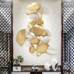 2019 luxus moderne wandaufkleber Moderne Luxus Schmiedeeisen Ginkgo Blatt Anhänger Handwerk Wandbild Dekoration Hintergrund Wandaufkleber Veranda Metall Zubehör D19010902 günstig luxus moderne wandaufkleber