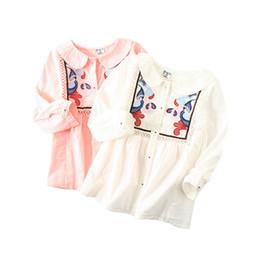 Bambole della ragazza di fiore online-Camicia per bambini Camicia per bambini Camicia a fiori Farfalla Scava fuori il ricamo Colletto bambola di pizzo Chiusura a bottoni manica lunga 6