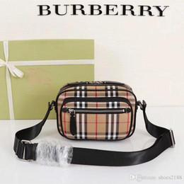 Novas mulheres moda tendência de viagem bolsa de luxo da carteira bolsa mochila homens mochila grande capacidade bolsa Global Limited 40719-4444 B65 de Fornecedores de mochilas de golfe