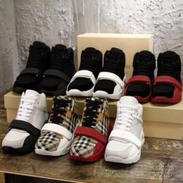 Avec boîte! Pour homme ou femme Chaussures de sport Sneaker Chaussures Baskets Sandales Pantoufles Meilleure Qualité Chaussures plates Chaussures blanches Chaussure Gratuit ? partir de fabricateur