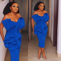 2020 bata de chicas sexy Africano muchachas negras de Nigeria coctel de la envoltura vestidos de partido de las colmenas sin tirantes de longitud de té Vestidos de baile de trajes de soirée desgaste de la tarde bata de chicas sexy baratos