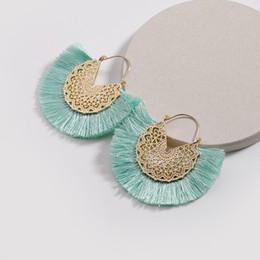 Kendra Designer De Luxe Fan Type Forme Fil De Coton Gland Charmes Boucles D'oreilles Or Crochet De Mode Femmes Bijoux Balancent Boucles D'oreilles ? partir de fabricateur