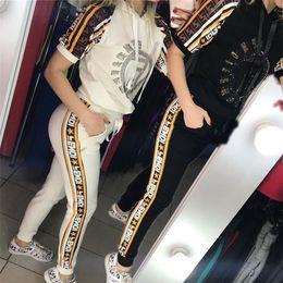 Vêtements de sport décontractés pour femmes en Ligne-Femmes FF Lettre Survêtement D'été Chaud Forage À Manches Courtes T-shirt À Capuche + Pantalon Deux Pièces Ensemble Casual Sportswear Tenues Jogger Suit C5601