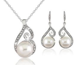 2019 kostüm schmucksets für hochzeiten Neueste Frauen Kristall Perle Designer Halsketten Ohrringe Schmuck Anhänger Halskette Überzogene Silberkette Halskette 3 stücke Direktverkauf