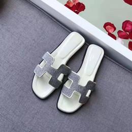 Marcas rosadas online-Sandalias planas de la marca Paris con caja de arena, zapatillas de diseño de alta calidad, zapatillas de primera y segunda generación, sandalias de diamantes, para mujer.