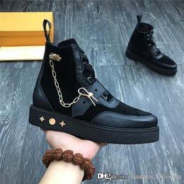 Mens casual chaussures shorts en Ligne-Top edition mens short boots Italian leather mens shoes , Chain ornament hit it the color design high tops casual trainers