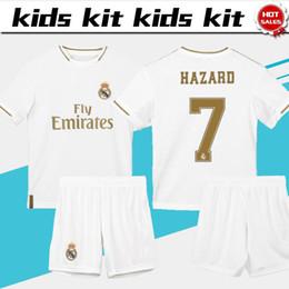 Curto futebol real madrid on-line-2020 Kit Crianças Real Madrid Início Meninos Futebol 19/20 # 7 PERIGO # 9 BENZEMA crianças uniformes Terno de futebol personalizado jersey + short