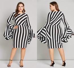más los vestidos rayados bodycon del tamaño Rebajas 6XL manga flare tallas grandes mujeres bodycon dress sexy vaina 5 colores corto vestido de rayas para mujeres robe femme fs5100