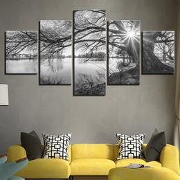 Peintures grands arbres en Ligne-Toile Photos Pour Le Salon Mur Art Affiche Cadre 5 Pièces Lakeside Grands Arbres Peintures Noir Blanc Paysage Décor À La Maison