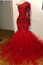 Uma manga prom vestidos sparkly on-line-Vermelho de um ombro tule vestido de baile 2019 luxo sparkly elegante 3d floral long-sleeves apliques sereia vestidos de festa de formatura