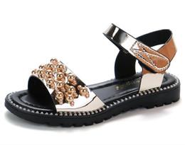 2019 moda sandálias planas ouro Nova clássico pérola meninas sandálias crianças sapatos de praia do bebê menina princesa shoes new fashion crianças plana sandálias de verão rosa de ouro desconto moda sandálias planas ouro