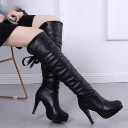 2019 botas de couro longas e brancas PU couro macio Ao longo do joelho Salto Alto botas de plataforma morno mulher Plush 's Inverno botas longas Zapatos Mujer Black White Botas botas de couro longas e brancas barato