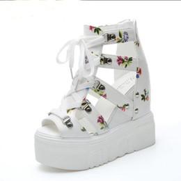 Mulher Sandálias Verão Nova Moda Plataforma Sandálias Cunhas Fundo Grosso Sapatos Casuais Mulheres Sapatos De Salto Alto Sandalias de Fornecedores de saltos altos da sandália do ouro europa