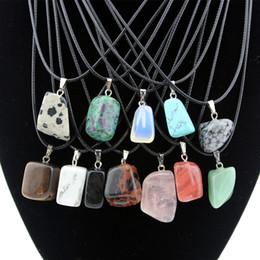Collana ciondolo turchese per gli uomini online-Il commercio all'ingrosso 12pcs / lot all'ingrosso delle donne degli uomini di modo pazzo pietra naturale irregolare incanta il regalo della collana dei pendenti del turchese MN446