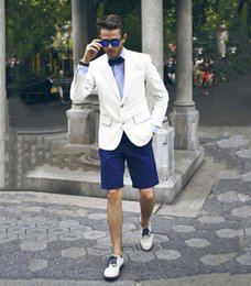 Мужские белые брюки онлайн-Casual White Men Blazer Blue Short Pants Summer Street Wear Smart Business Groom Tuxedos Beach Best Man Groomsmen Wedding Suits