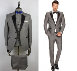 pajarita negra traje gris Rebajas 2019 Custom Grey Trajes para hombre de solapa negro Slim Fit trajes de boda para el novio / padrino de boda trajes casuales (chaqueta + pantalones + chaleco + pajarita) mengdanya