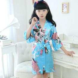 Çocuklar Ipek Pijama Tavuskuşu Baskı Kimono Gece Elbisesi Banyo Kıyafeti Saten Yumuşak Çocuk Kız Gecelik Ev Giyim Colorfull HHA357 nereden kadın giysileri leopar tedarikçiler