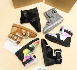 Botas de nieve mujer cool online-2019 de invierno de alta calidad nueva de las mujeres coloridas de lana de oveja botas para la nieve a prueba de agua piel femenina de un empalme refrescan los cargadores calientes con el manual de instrucciones
