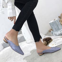 Туфли закрытые для дам онлайн-Patent Leather Slippers Women Shoes Low Heels Mules Leopard  Slides Ladies Closed Toe Sandalias Mujer White Purple Blue