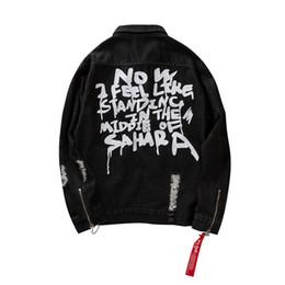 Задние куртки онлайн-Kanye Джинсовые Куртки Мода Мужская Джинсовая Куртка Поцарапанные Сломанной Длинным Рукавом Coars Назад Письмо Печатных Дизайнер 2 Цвета