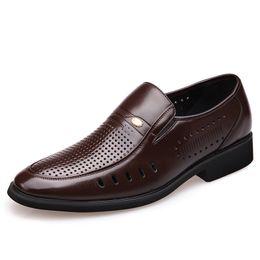 Männer Sommer atmungsaktive weiche Lederschuhe Gentleman Slip On Oxford Schuh Casual Business Office Kleid hohle Müßiggänger Zapatos männlich