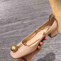 pattini bianchi del tallone di 3cm Sconti donna primavera autunno scarpe firmate catena ornamento signora tacco grosso scarpe in vernice scarpe eleganti moda designer di lusso Zapatos 2019