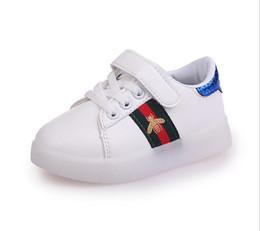2019 NOVA Moda Infantil Luminosa Sapatos Estrelas Imprimir Meninas Sapatos Baixos Luminosa Não-deslizamento Resistente Ao Desgaste das Crianças Sapatos Melhor qualidade hf01 de Fornecedores de botas cinza para mulher
