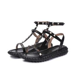 Argentina 2018 Diseñador de las mujeres de cuero genuino plana fiesta de moda remaches chicas sexy pies descalzos zapatos de boda sandalias de tiras dobles tamaño 35-40 Suministro