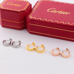 Canada Marée Marque Femmes Goujons Mode Rond Sculpture Marque Filles Boucles D'oreilles Cadeaux De Fête Classique Titanium Lady Studs Jewellry Offre