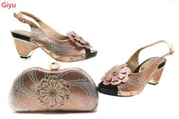 Argentina ¡Bonitos zapatos africanos y conjunto de bolsos a juego con melocotón rojo! Mujeres vendedoras calientes ¡Zapatos italianos y bolso para la boda! HSN1-15 supplier sell italian shoes Suministro