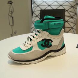 2019 cinghie di tacchi bianchi semplici Nuovi appartamenti di scarpe di stilista di moda scarpe da skateboard casual di lusso di alto livello di uomini e donne scarpe da corsa sportive scarpe da calcio di qualità migliore