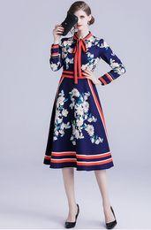 Canada Haut de gamme des femmes européennes et américaines département de design designer de marque de mode a conduit à manches longues Vintage Print robe de longueur moyenne Offre
