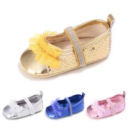 2019 chaussures en gros de brevets pour bébés PU paillettes en cuir nouveau-né bébé fille mocassins chaussures doux moccs chaussures bebe parti floral antidérapant chaussures berceau