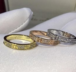 juego de oro tronos joyas Rebajas Anillo de oro de amor de titanio y plata de titanio de acero de alta calidad y plata.