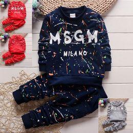 2pc Bebek Bebek Boys Giyim T gömlek + Pantolon Çocuk Spor Giyim Çocuk giyim sonbahar çocuklar tasarımcı kıyafetleri erkek 1-4Years nereden