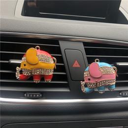 Güzel renk Fil Tarzı Otomobil parfüm aksesuarları Metal Fil Bayan Araba Hava Taze Parfüm Süsler supplier elephant ornaments nereden fil süsleri tedarikçiler