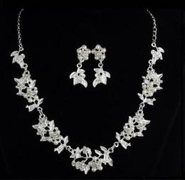 chaude nouvelle européenne et américaine nouvelle décoration de mariage mariée en gros deux pièces ensemble perle feuille collier boucles d'oreilles bijoux ensemble mode classique ? partir de fabricateur