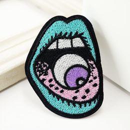 Remendos de costura manual on-line-Patch bordado monstro dos olhos da mão da rocha em patchwork de costura Applique Roupa remendo Adesivos acessórios de vestuário