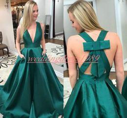 linea verde affascinante Sconti Charme profondo scollo av arabo abiti da sera verde satinato semplice 2019 plus size spettacolo di spettacolo formale detto mhamad prom abiti robe de soirée
