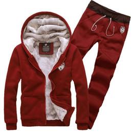 Homens casaco de veludo on-line-Fatos espessura quente para homens Moda Quente dos homens de veludo Hoodie Set masculino Sportwear Inverno Cinzento Vermelho 3XL Preto Jacket Brasão Pants +