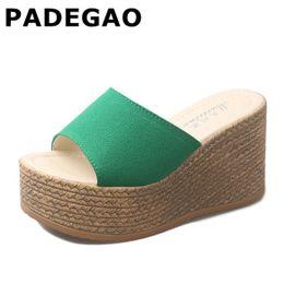 Piattaforma nera cunei i sandali online-Platform Wedges Shoes Women Pantofole Women Luxury Open Peep Toe Scarpe estive Pantofole nere Ciabatte con zeppa