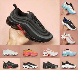 timeless design c7d4d 659d4 2019 Designer Tn 97 Plus Frauen Männer Laufschuhe Ultra Chaussures Mann  Casual Sport Zapatiallas Air Cushion Dreibettzimmer S schwarz weiße Run  Sneakers