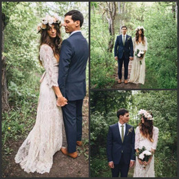 Vestidos de casamento inspirados no vintage laço on-line-2019 New Vintage Inspirado Lace Bohemian Vestidos De Casamento Manga Comprida modesto V Neck Praia Boho Baratos Vestidos de Casamento Plus Size Vestidos de Noiva