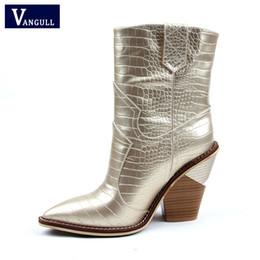 632401d7a36f7 2019 botas de vaqueira feminina Tamanho 43 Moda Inverno Ocidental Cowboy  Ankle Boots Cowgirl Botas Mulheres