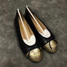 2019 chaussures casual en cuir pur Chaussures de sport pour femmes occasionnelles chaussures plates en peau de mouton rhombique rondes chaussures de ballet de tête occasionnelles de qualité Eu35-41