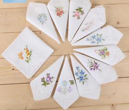 Mouchoir blanc en gros vente chaude mouchoir coton broderie handkercheif pour les femmes décoration robe parti robe petite serviette carrée coton ? partir de fabricateur