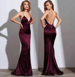 El último diseño borgoña 2019 sexy sirena vestidos de baile sin espalda correas de espagueti elegante vestido de noche vestido formal vestidos de baile halter hueco desde fabricantes